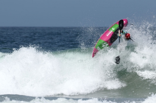 How do surf kayak competitions run?